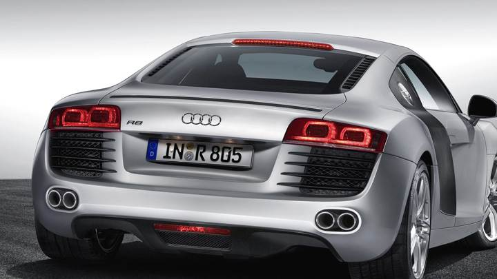 Back Pose Of 2006 Audi R8 In Silver